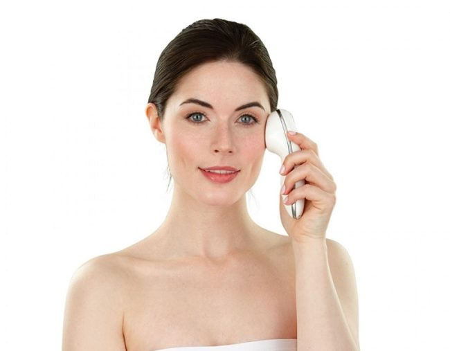 Máy chăm sóc da mặt Homedics Beauty Duo Climate Hot and Cold Sonic Facical Wand